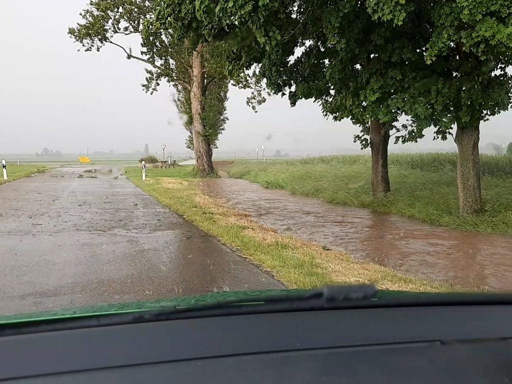 FOTO: 9.6.2021; vifogra MOTIV: Hochwasser mit Hagel; Wachstein