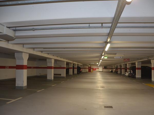 Kuriosum Tiefgarage: In der Altstadt stört der Parksuchverkehr, in der Tiefgarage bleiben viele Plätz leer.