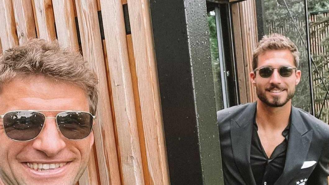Viel Holz und viel vor: Kevin Trapp und Thomas Müller wohnen in Herzogenaurach zusammen.