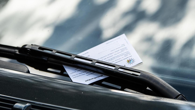 Wer sein Auto am Brombachsee bislang ohne Parkticket oder auf nicht erlaubten Flächen abstellt, kam mit zehn Euro recht günstig davon. Künftig soll sich die Gebühr mehr als verdoppeln.