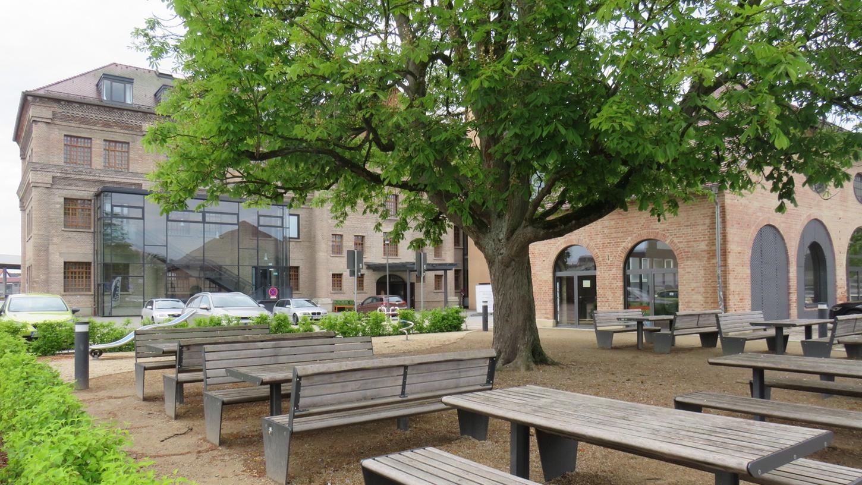 Fortunapark, Platz der Kulturen oder Aischterrasse: Wie soll er heißen, der neue öffentliche Platz zwischen der Fortuna Kulturfabrik und den Aischwiesen? Die Mitglieder des Stadtrats sind sich uneinig. Deshalb dürfen jetzt alle Höchstadter mitreden.