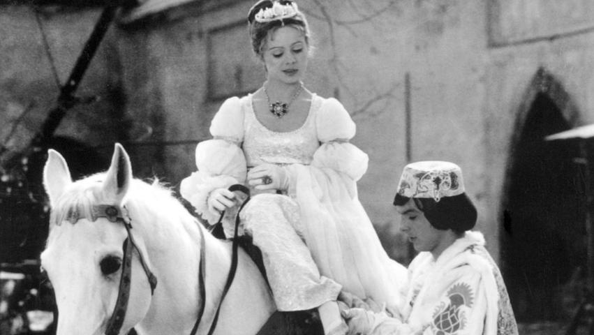 Die tschechische Schauspielerin Libuse Safrankovaist im Alter von 68 Jahren gestorben. Das berichtete der Nachrichtensender CNN Prima News am Mittwoch unter Berufung auf ihren Sohn.Große Beliebtheit erlangte Safrankova mit der Hauptrolle in dem Märchenfilm