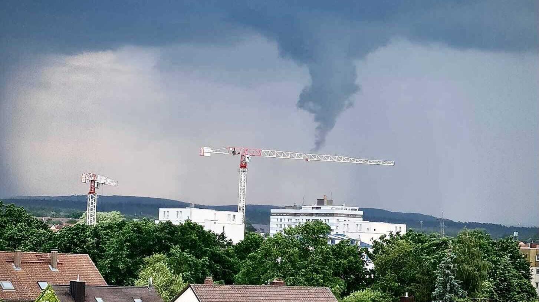 Das Bild wurde am Dienstag um etwa 16.02 Uhr in Bamberg aufgenommen.Blick in Richtung Auferstehungskirche beim Mainfranken Center.