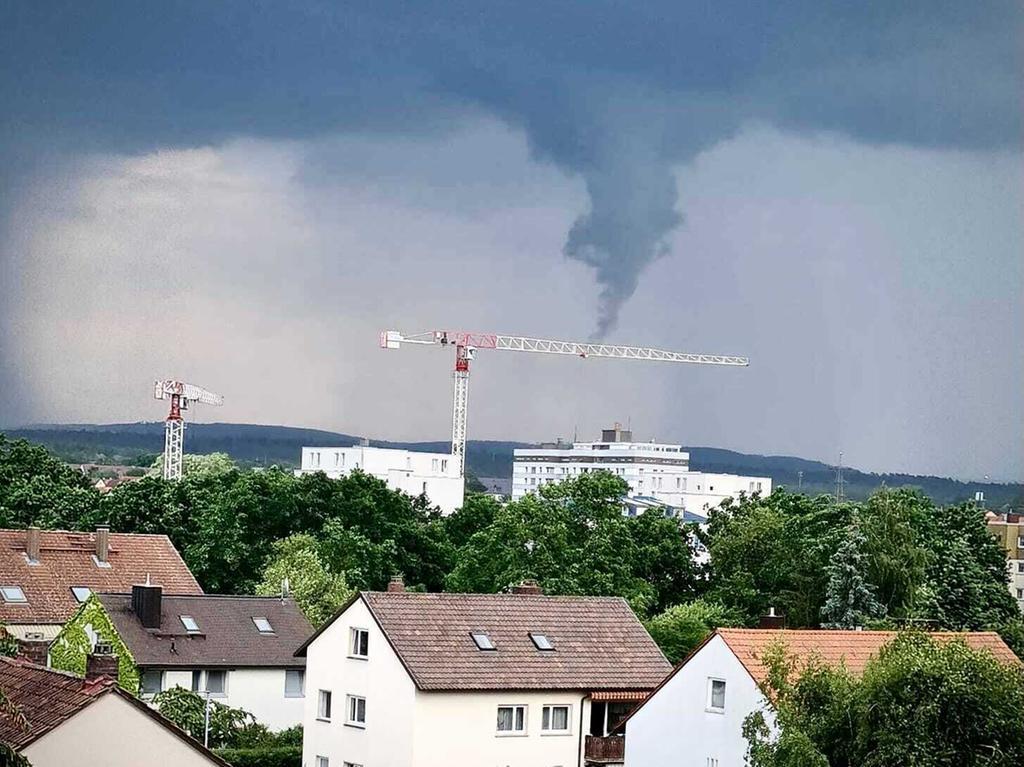Bamberg, 08.06.2021 um etwa 16.02 Uhr. Blick in Richtung Auferstehungskirche beim Mainfrankencenter.