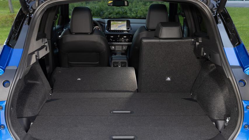 Der Kofferraum hält 406 bis 504 Liter vor, bei umgelegten Rücksitzlehnen wächst das Volumen auf bis zu 1447 Liter.