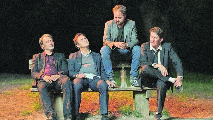 Hadern mit dem Älterwerden und haben sich gerade einen ordentlichen Rausch angetrunken: Die vier Freunde Martin (Mads Mikkelsen), Peter (Lars Ranthe), Nikolaj (Magnus Millang) und Tommy (Thomas Bo Larsen, von links).