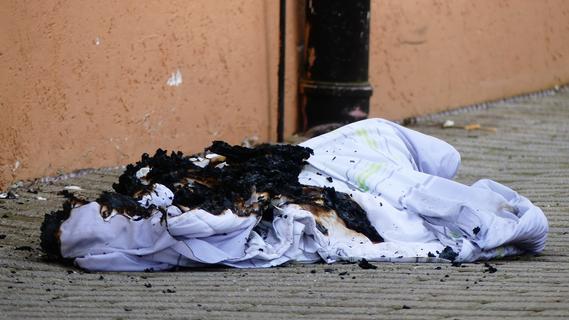 Brennende Decke in geschlossener Abteilung des Parsberger Altenheims löst Großeinsatz aus