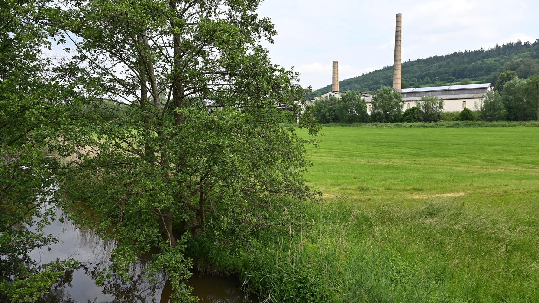 Auf der Wiese zwischen Berle und den Gebäuden der Flachsröste will die Flachsröste GmbH einen Campingplatz bauen.
