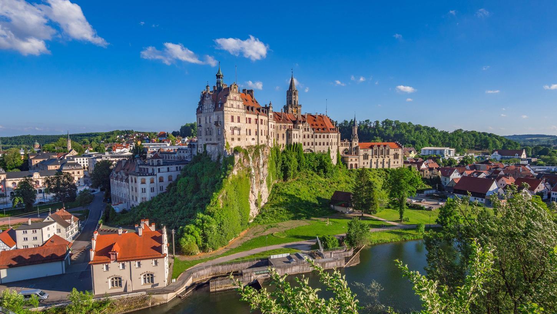 Schloss Sigmaringen oberhalb der Donau in der Schwäbischen Alb - die Region ist ein prima Ziel etwa für ein Wochenende.