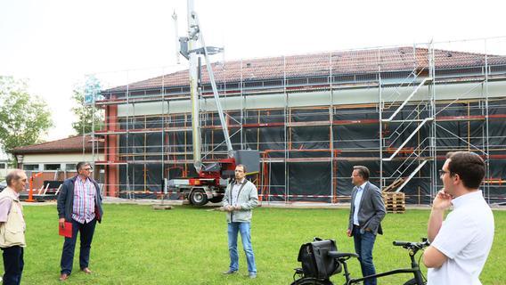 Adelsdorf: Hallenbaddach wird saniert