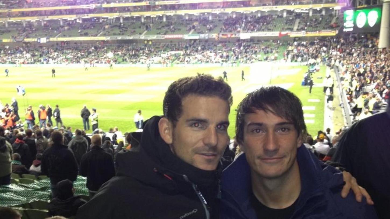 Internationales Fußballflair vor Corona: Sebastian Fischer (l.) mit Ex-Mitspieler Lutz Reinhold beim EM-Qualispiel 2015 in Glasgow.