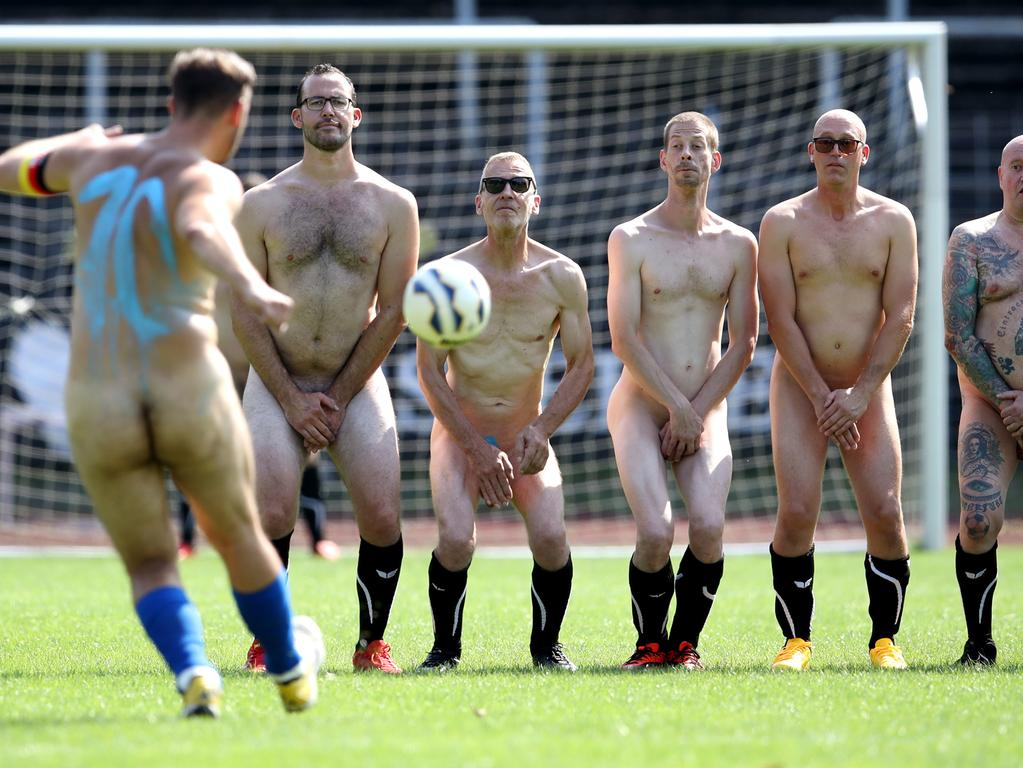 Foto: Alexander Hassenstein, gesp. 6/2021; ; MOTIV: Fußball, Fußballspiel, nackt; ; ; A player kicks a free kick during the 3rd Naked ; Football match in Germany at Stimberg-Stadion at on August 16, 2020 in ; Oer-Erkenschwick, Germany. (Photo by Alexander ; Hassenstein/Bongarts/Getty Images)OER-ERKENSCHWICK, GERMANY - AUGUST 16: (EDITORS NOTE: Image contains nudity.) A player kicks a free kick during the 3rd Naked Football match in Germany at Stimberg-Stadion at on August 16, 2020 in Oer-Erkenschwick, Germany. (Photo by Alexander Hassenstein/Bongarts/Getty Images) *** Local Caption *** OER-ERKENSCHWICK, GERMANY - AUGUST 16: (EDITORS NOTE: Image contains nudity.) A player kicks a free kick during the 3rd Naked Football match in Germany at Stimberg-Stadion at on August 16, 2020 in Oer-Erkenschwick, Germany. (Photo by Alexander Hassenstein/Bongarts/Getty Images)