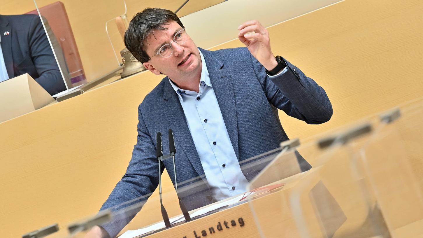 Als SPD-Fraktionschef will Florian von Brunn auch austeilen. Das macht er dann auch, mehr als manchen in den eigenen Reihen lieb ist.