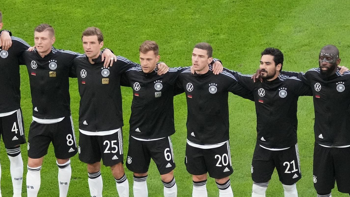Elf Freunde müssen sie nicht sein. Aber Fußball-Deutschland blickt in den nächsten Wochen wieder mit Hoffen und Bangenauf seine besten Kicker.
