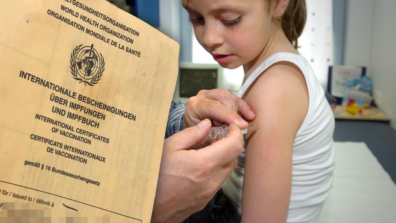 Eigentlich sollen Kinder unter zwölf Jahren gar nicht gegen Corona geimpft werden, doch manche Eltern fragen dennoch in den Kinder- und Jugendarztpraxen nach Impfterminen für ihre Kleinkinder. In vielen Familien ist die Verunsicherung groß, was das Beste für den Nachwuchs ist.