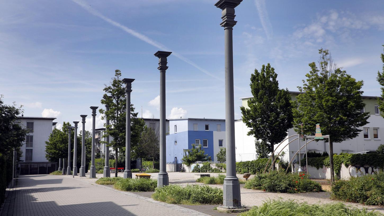 Aus Grau soll Grün werden. Der Platz zwischen Marie-Beeg-Straße und Kurt-Karl-Doberer-Straße in St. Leonhard bekommt mehr Bäume, Bänke, Wiese und Sträucher.