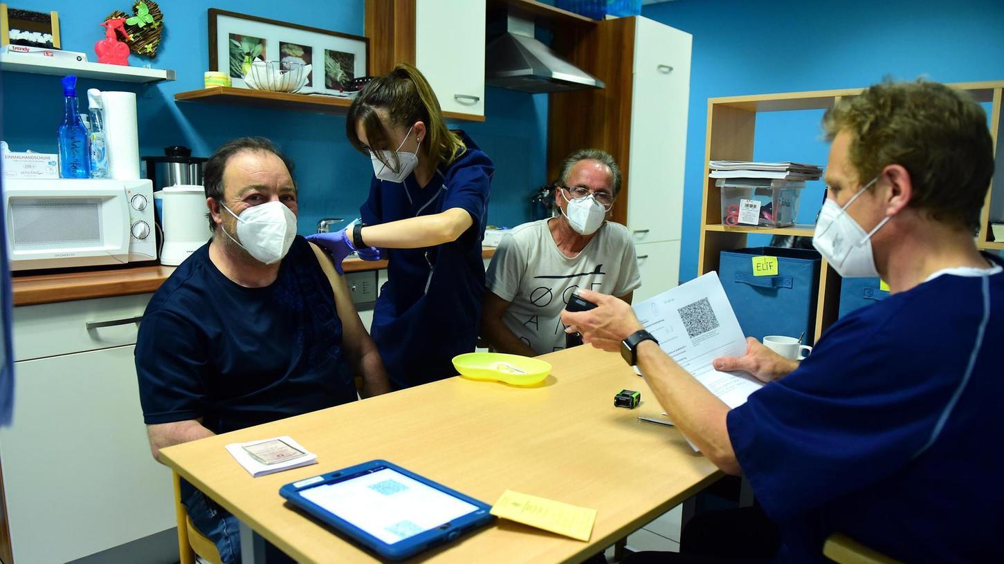 Zweimal waren Impfteams bisher im Mütterzentrum in der Gartenstraße. Ehrenamtliche Helfer des MüZe waren ebenfalls da, um bei Bedarf zu übersetzen.