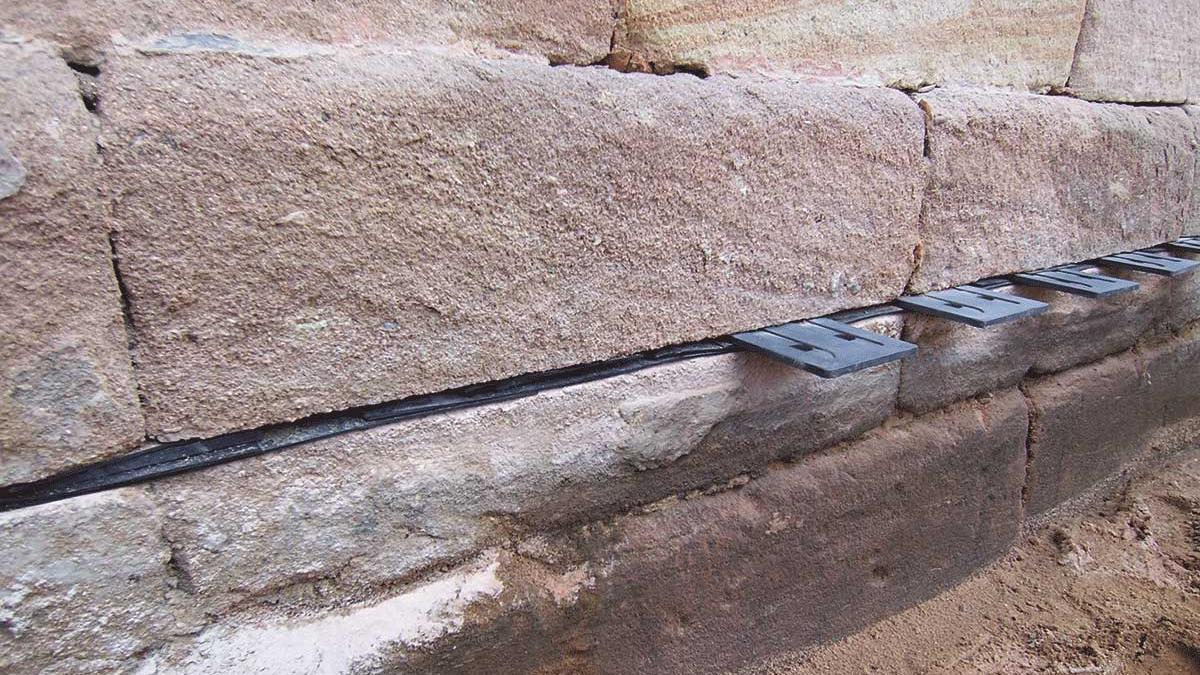 Bewährte Verfahren bei abfallendem Verputz, Schimmel und sogar Wasser im Keller