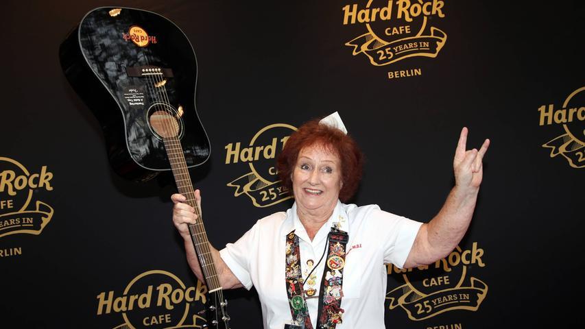 Rita Gilligan auf dem Roten Teppich bei der 25 Jahre Hard Rock Cafe Geburtstagsparty im Hard Rock Cafe Berlin.