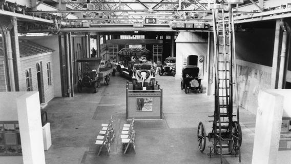Technikgeschichte, Industriedesign und Alltagskultur sind Thema im Museum Industriekultur - hier ein Blick in die nach Art einer Dorfstraße angelegte Halle im Jahr 1993, fünf Jahre nach Eröffnung.