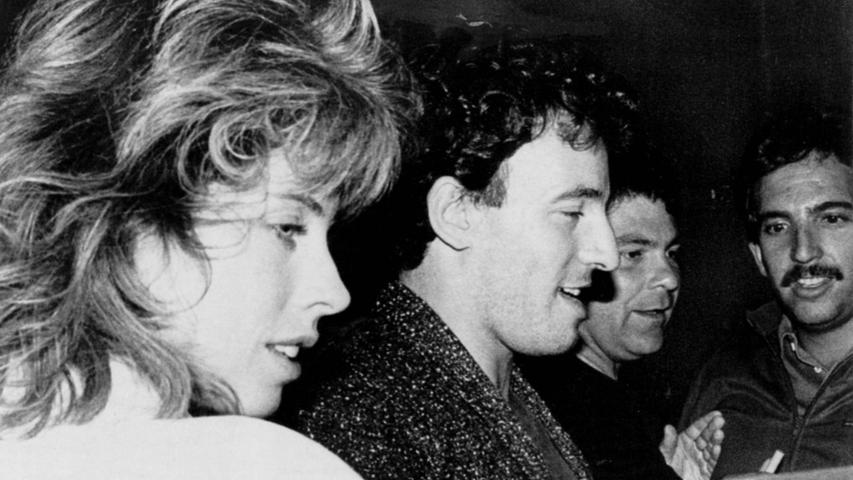 1985 besuchte Bruce Springsteen mit seiner EhefrauJulianne Phillips das Hard Rock Cafe in London.