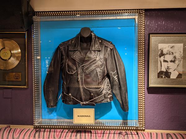 Eine Lederjacke von Madonna.