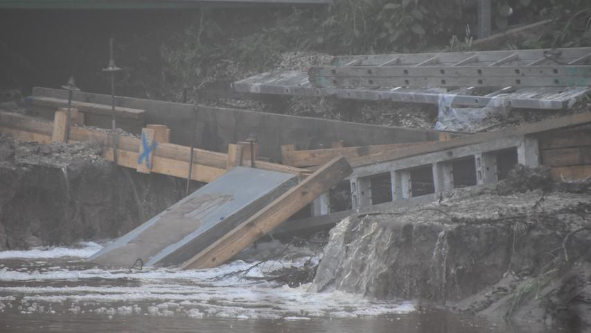 Foto: Josef Sturm (jstu) / 11.06.2021..Motiv: Überflutete Baugrube Allersberg..heute früh....Allersbergunwetter2021