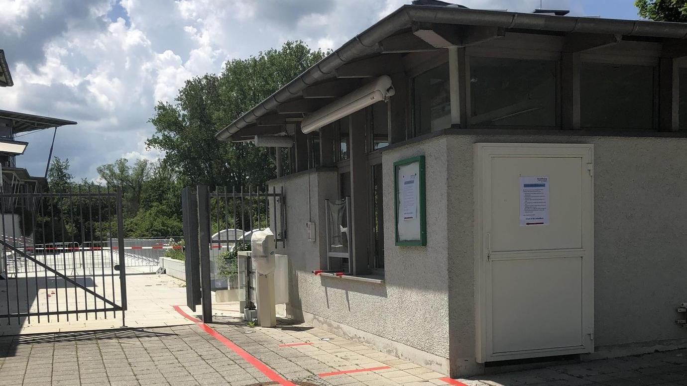 Das Schnelltestzentrum der Treuchtlinger Altmühltherme ist nun im Häuschen am Eingang zum Freibad untergebracht.