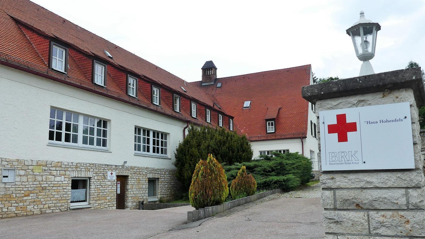 Im BRK-Haus am Tillyweg soll es in Zukunft weiterhin eine Landesschule geben. Außerdem ist die Errichtung einer Tagespflege geplant. Dazu wird der Markt das Gebäude sanieren.