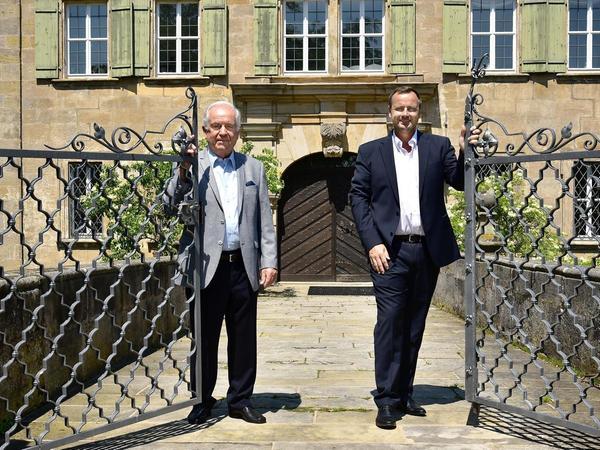 Johann Schorr, Eigentümer des Schlosses Atzelsberg. und der neue Pächter Andreas Kunst bereiten derzeit alles für den Neustart vor.