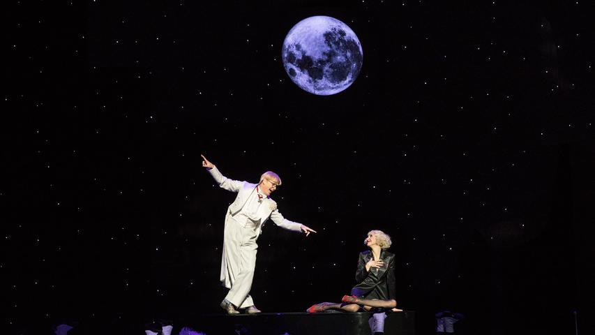 Der Mond leuchtet in Paul Abrahams