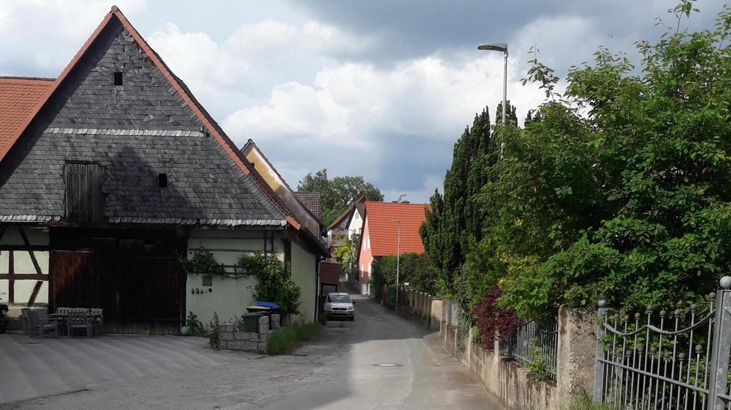 Sie ist mitten im Ort und soll aufgewertet werden: die Judengasse in Pretzfeld. Die Gemeinde will erst die Ortskerne entwickeln, bevor der Außenbereich an der Reihe ist.