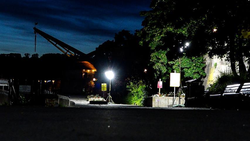 Nachdem es an den vergangenen lauwarmen Wochenendnächten am Mainufer zu großen Menschenansammlungen kam und haufenweise Müll hinterlassen wurde, zieht die Stadt Würzburg am kommenden Wochenende Konsequenzen. Um dem anhaltenden Partytreiben ein Ende zu setzen, wurde der
