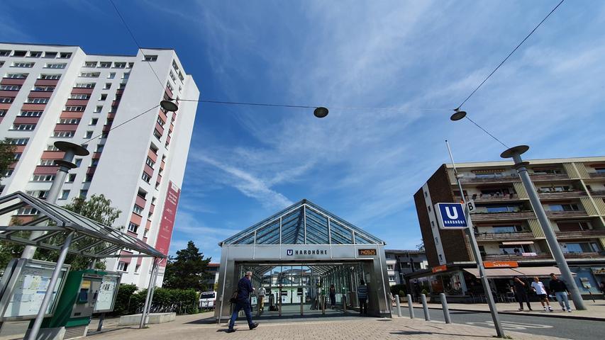 Seit der U-Bahn-Anbindung mit der am 8. Dezember 2007 eröffneten Haltestelleist das Quartier perÖPNV schnell erreichbar und dadurchattraktiver geworden.