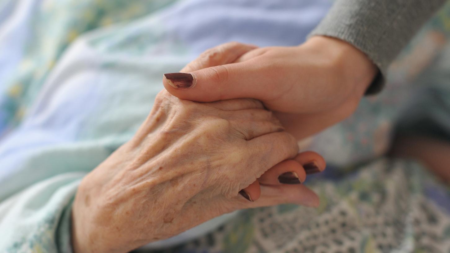 Gespräche können helfen, dem Patienten wieder Mut zu machen und die Angst zu nehmen.