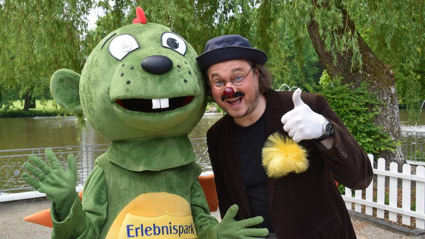 Dinolino und Clown Zozo Saisoneröffnung Erlebnispark Schloss Thurn am 12.06.21 Foto: Alexander Hitschfel