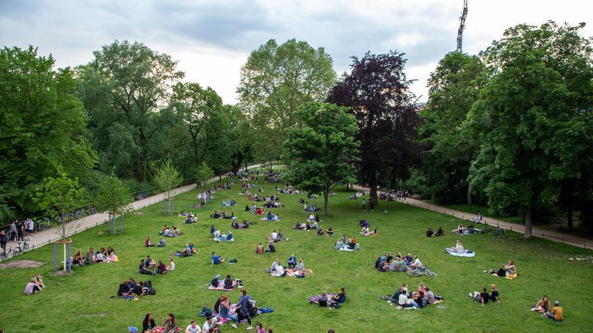 Foto: Moritz Schlenk, gesp. 6/2021..MOTIV: Nürnberg, Innenstadt, Corona, Lockerungen, Öffnungen, Sommer, Freizeit, Menschen, Hallerwiese, Schnepperschütz
