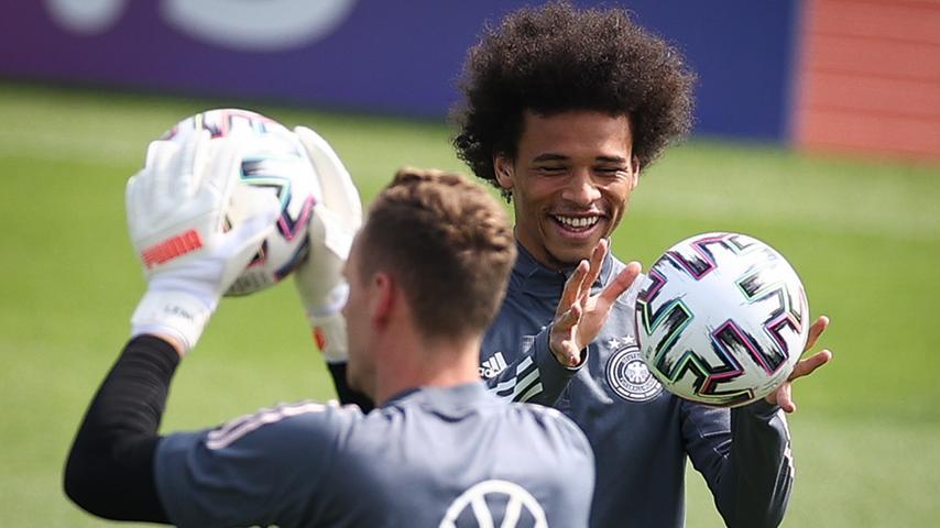 Im DFB-Quartier in Herzogenaurach geht das Löw-Team die Mission EM 2021 an. Und dort bereitet sich die deutsche Nationalmannschaft aufs erste Spiel vor.