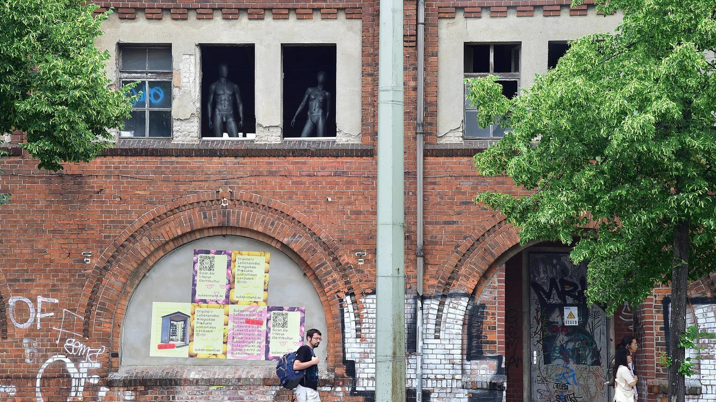Die Außenfassade des Clubs Revier Südost in Berlin.