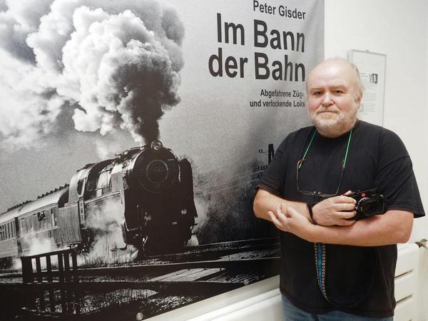 Peter Gisder fotografiert seit fast 40 Jahren Loks, vorwiegend in Schwarz-Weiß. Im Kameramuseum in Plech sind seine Bilder nun bis Ende des Jahres zu sehen.