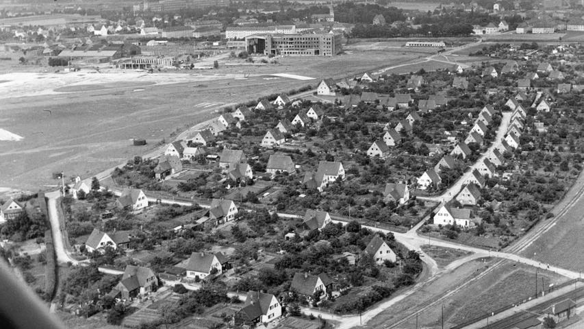 Ein historischesLuftbild von der Hardsiedlung, in deren Anschluss die Trabantenstadt entstand.