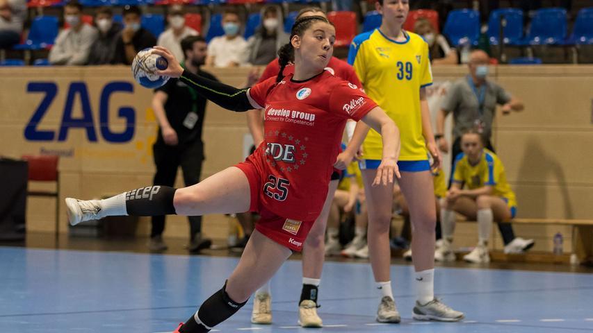 13.06.2021 --- Handball --- weibliche B-Jugend --- Final Four Deutsche Meisterschaft --- HC Erlangen HCE gg HC Leipzig HCL --- Foto: Sport-/Pressefoto Wolfgang Zink / Eibner / Helbig  --- Lea-Sophie Walkowiak (Nr. 25 HC Erlangen weibliche B-Jugend) -
