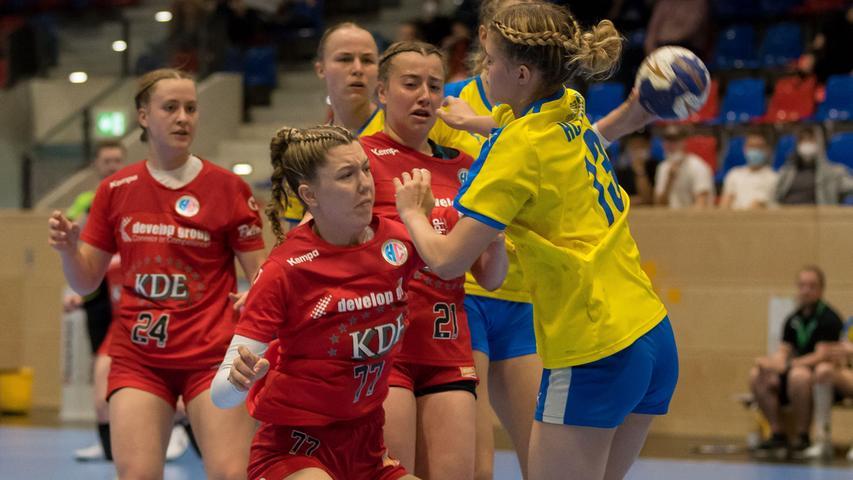 13.06.2021 --- Handball --- weibliche B-Jugend --- Final Four Deutsche Meisterschaft --- HC Erlangen HCE gg HC Leipzig HCL --- Foto: Sport-/Pressefoto Wolfgang Zink / Eibner / Helbig  --- Hannah Lorz (Nr. 77 HC Erlangen weibliche B-Jugend) Annemarie Moeller (Nr. 13 HC Leipzig weibliche B-Jugend) -