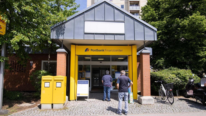 Viel Kundenzuspruch hat die Postbank-Filiale in der Soldnerstraße, dennoch wird sie Ende Juni geschlossen. Zu wenige gewinnbringende Geschäfte werden hier gemacht, so die Begründung.