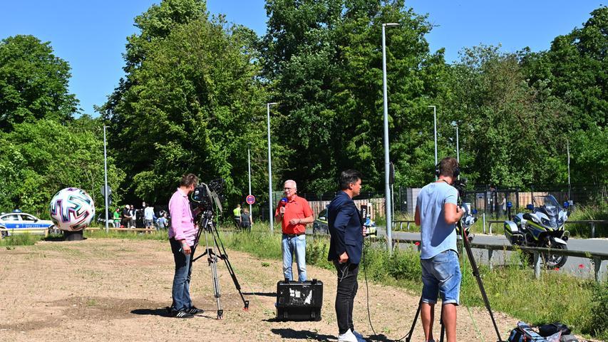 Am Dienstag greift die Deutsche Nationalmannschaft in die Fußball-EM ein. Bereits am Vortag hat sich das Team von Jogi Löw von Herzogenaurachaus nach München aufgemacht.
