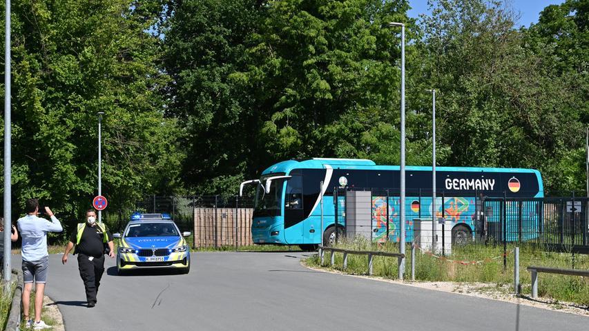 Am Dienstag greift die Deutsche Nationalmannschaft in die Fußball-EM ein. Bereits am Vortag hat sich das Team von Jogi Löw von Herzogenaurach aus nach München aufgemacht.