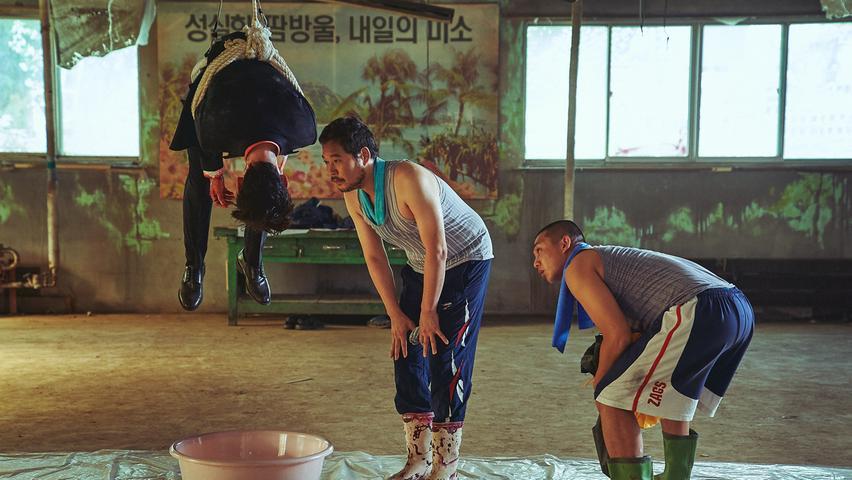 Bei den körperlich-benachteiligten Kleinkriminellen Chang-Bok (hinkt) und Tae-In (stumm) ist es ein - zugegeben etwas spezieller - Babysitterjob, der sie an ihre eigenen Grenzen treibt: in dem südkoreanischen Crime-Thriller