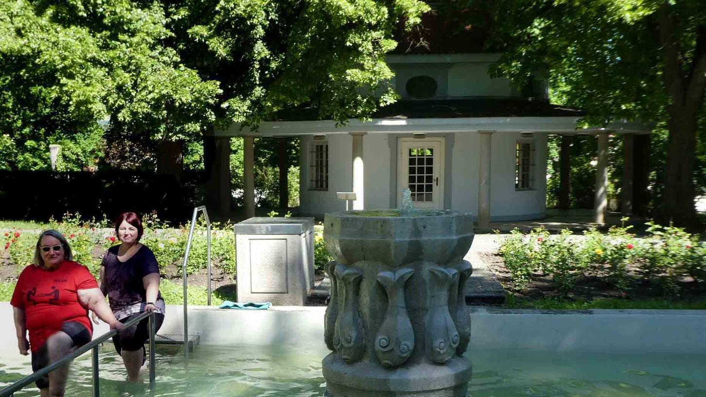 Wird gerne und gut angenommen: das Kneippbecken im idyllischen Neustädter Luitpoldpark.