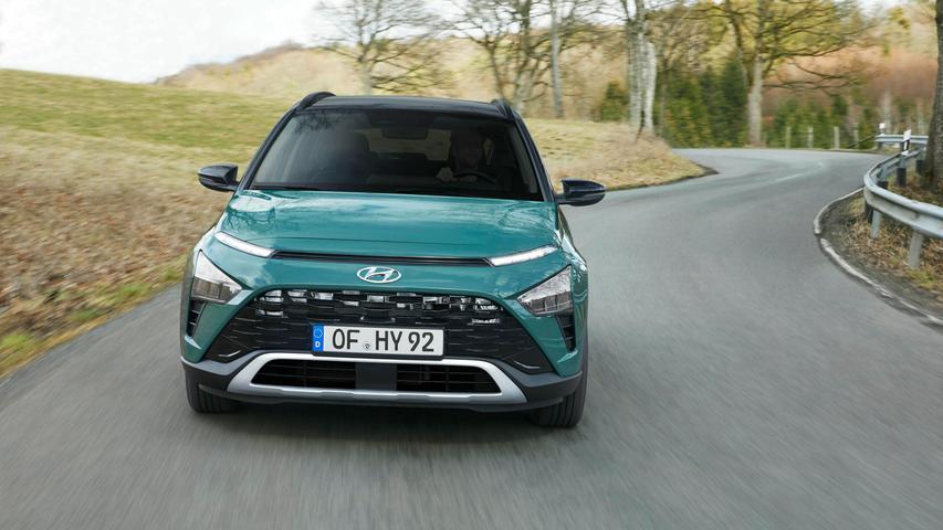 Den Antrieb hat Hyundai in der Version mit 74 kW/100 PS auf Wunsch und in der mit 88 kW/120 PS grundsätzlich per 48-Volt-Mildhybridsystem elektrifiziert.