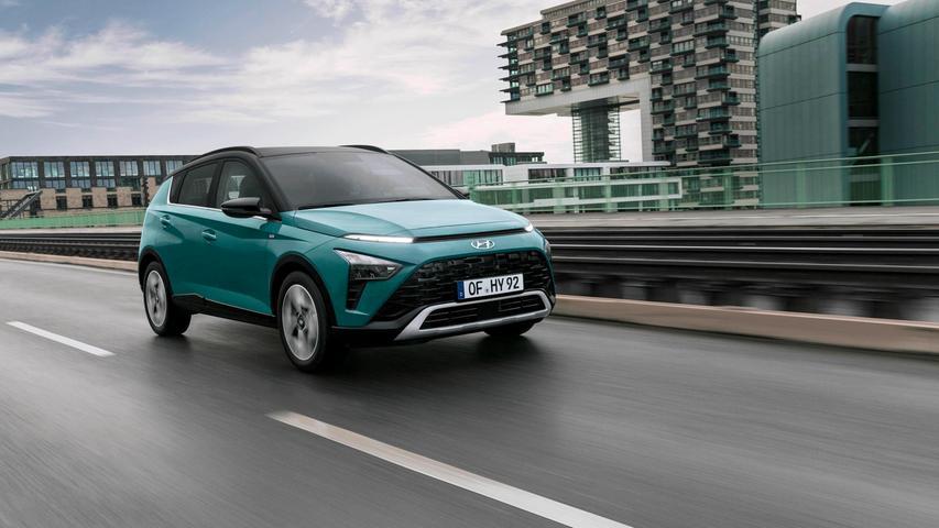 Der 48-Volt-Hybrid nutzt Bremsmanöver und Gaswegnahme zum Aufladen der Batterie; Energie, die bei Bedarf wieder eingespeist wird, zum Beispiel bei niedrigtourigem Fahren in hohen Gängen.